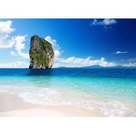 Βράχος στη μέση της θάλασσας